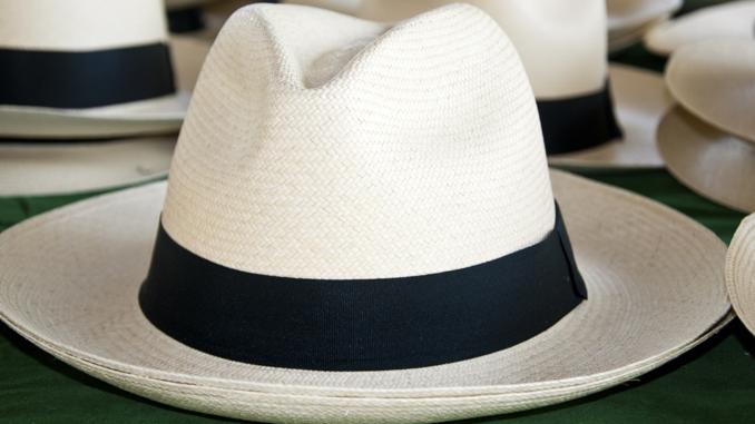 98f70ed1490ed Ecuador promociona en China sus sombreros de paja toquilla